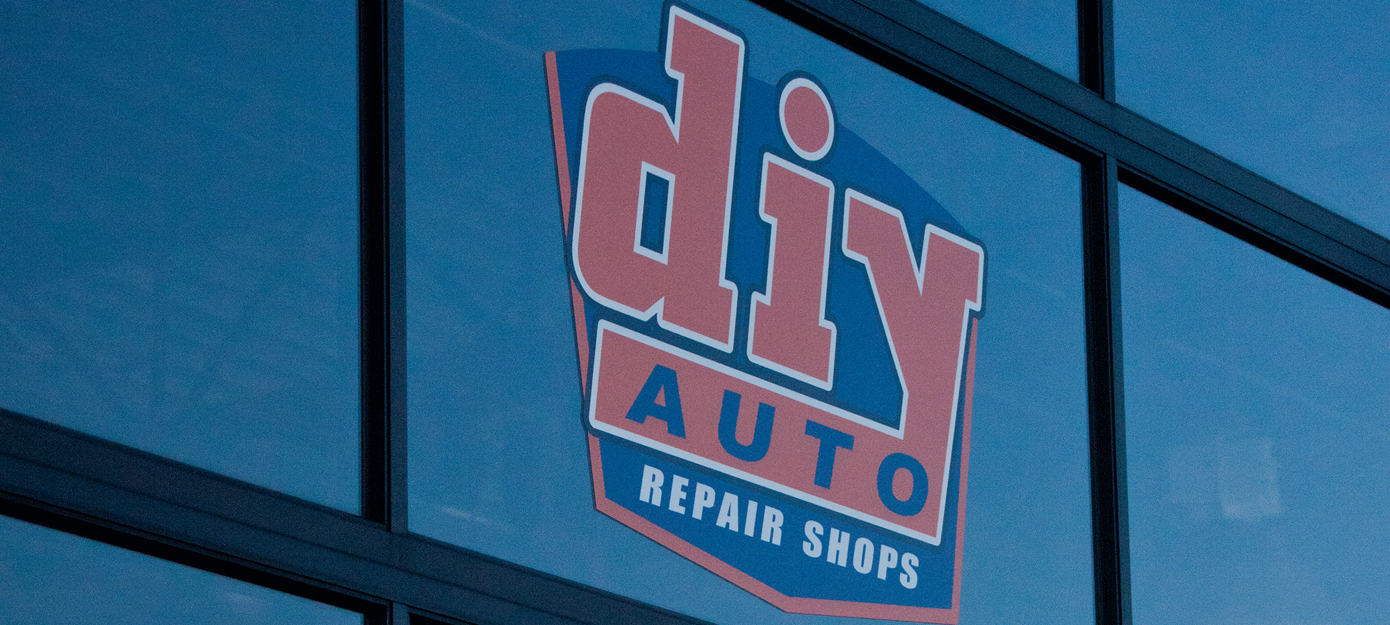 Diy auto repair shops equipped self service garage bays save even more money solutioingenieria Gallery